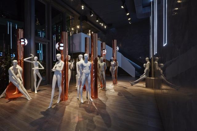 инсталляция на первом этаже, автор Emma Davidge