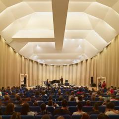 интерьер концертного зала в Италии