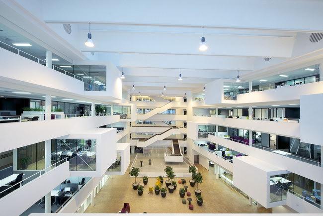 интерьер атриума в бизнес-центре, Осло