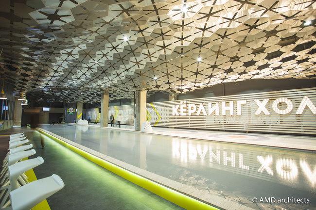 потолок из алюминия в зале для керлинга