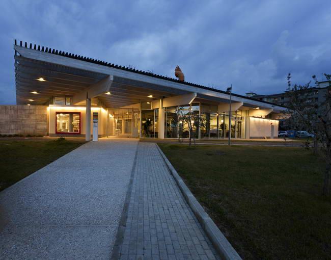 культурный центр в Росигнано, вечерний вид