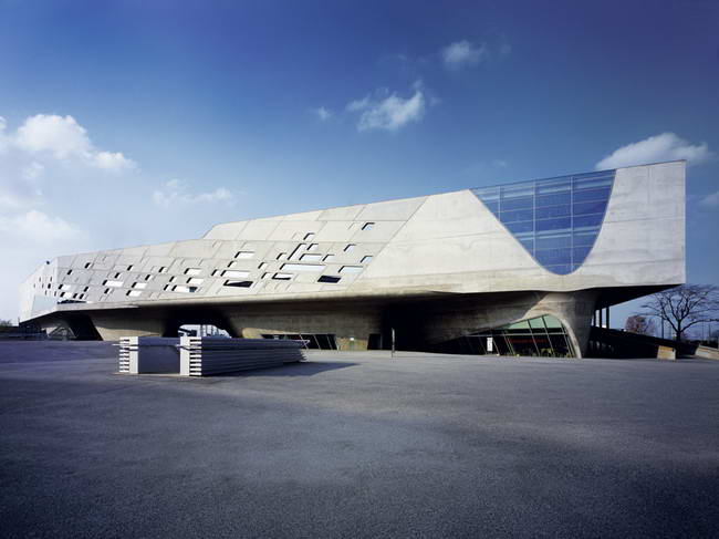 научный центр Phaeno в Вольфсбурге, архитектор Кристос Пассас, Zaha Hadıd Architects