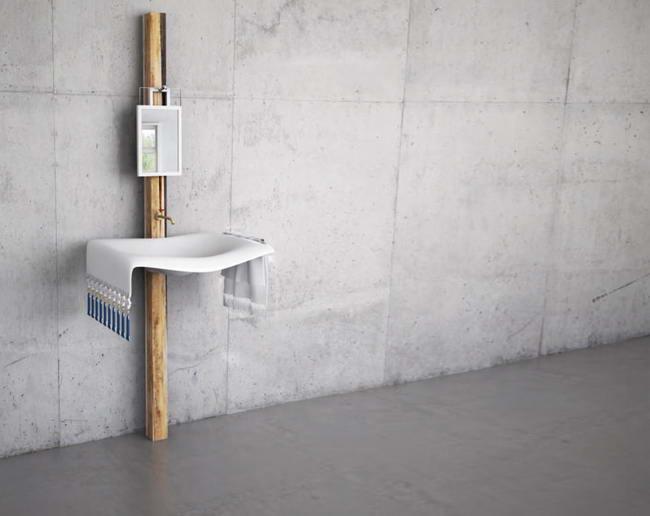 раковина со смесителем и зеркалом, стилизованная под сельский умывальник