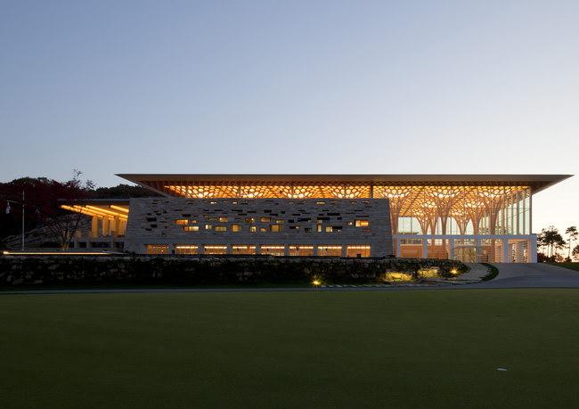 гольф клуб 9 мостов, архитектор Шигеру Бан