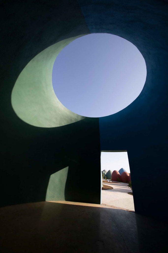 суперадоб архитектура, естественное освещение