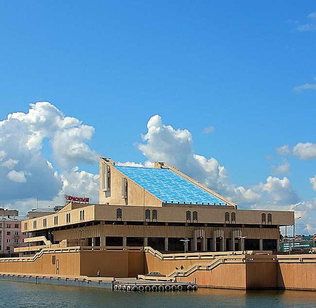 здание театра имени Камала