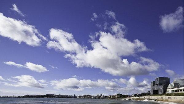 многоквартирный жилой дом на морском берегу, архитектор Бирн, Португалия