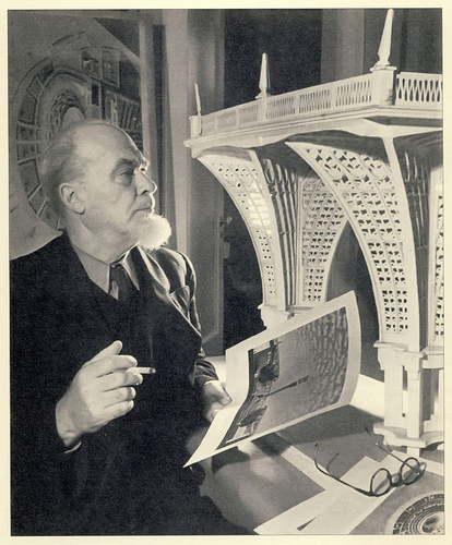 архитектор Александр Никольский, фотография с макетом стадиона