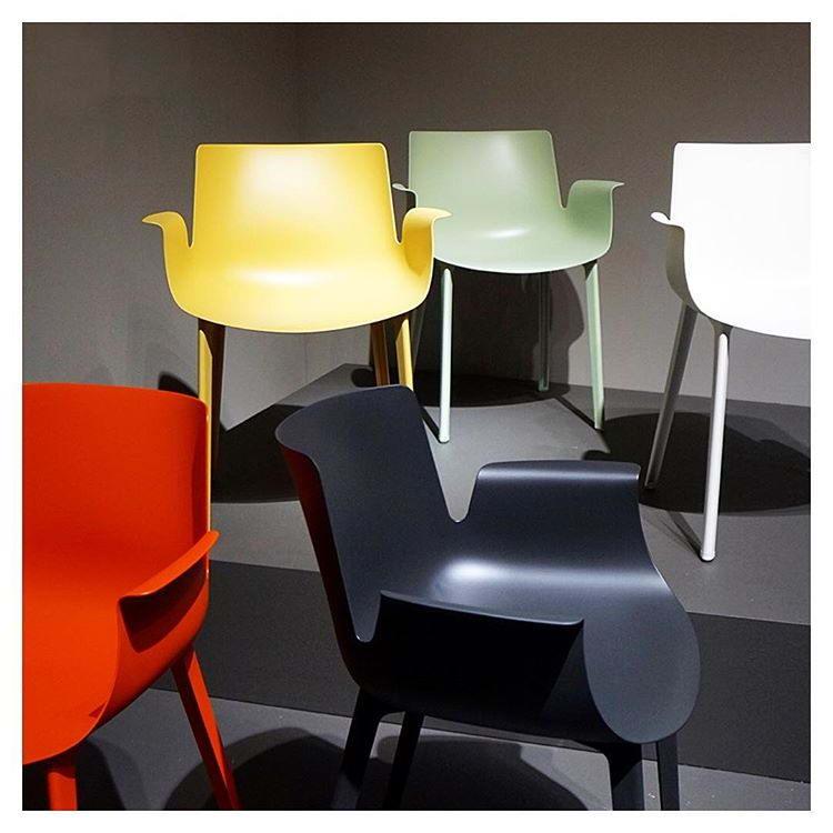 кресла Piuma, дизайн Пьеро Лиссони