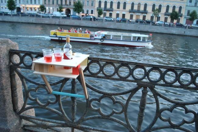 Фонтанка. Складной столик, фанера. Дизайн: Rhizome.