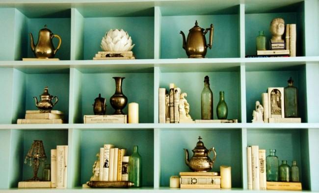 стеллаж для сувениров и книг