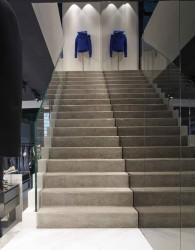 лестница из бетона, бутик Les Hommes