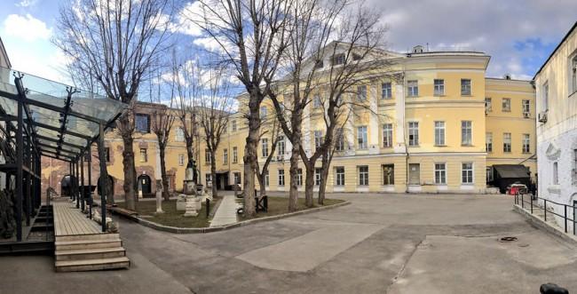 двор музея архитектуры имени Щусева