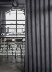 ресторан Simple, стойка у окна