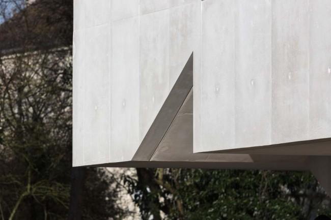 поверхность фасада с проёмом