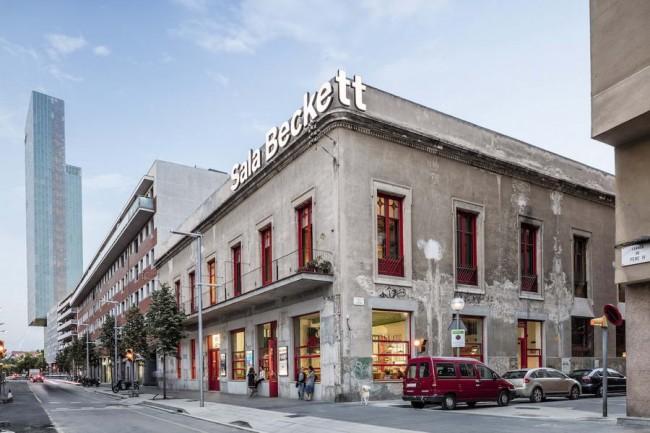 фасад театра Сала Бекетт в контексте