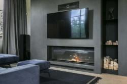 стена с телевизором и камином