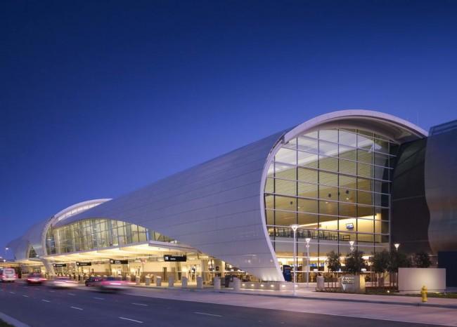 ночной вид, терминал Б в аэропорту Сан Хосе
