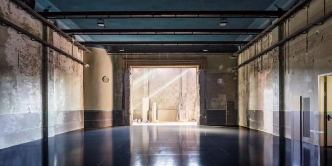 выставочный зал с естественным освещением