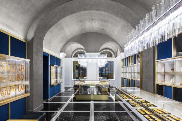 коридор: галерея с витринами