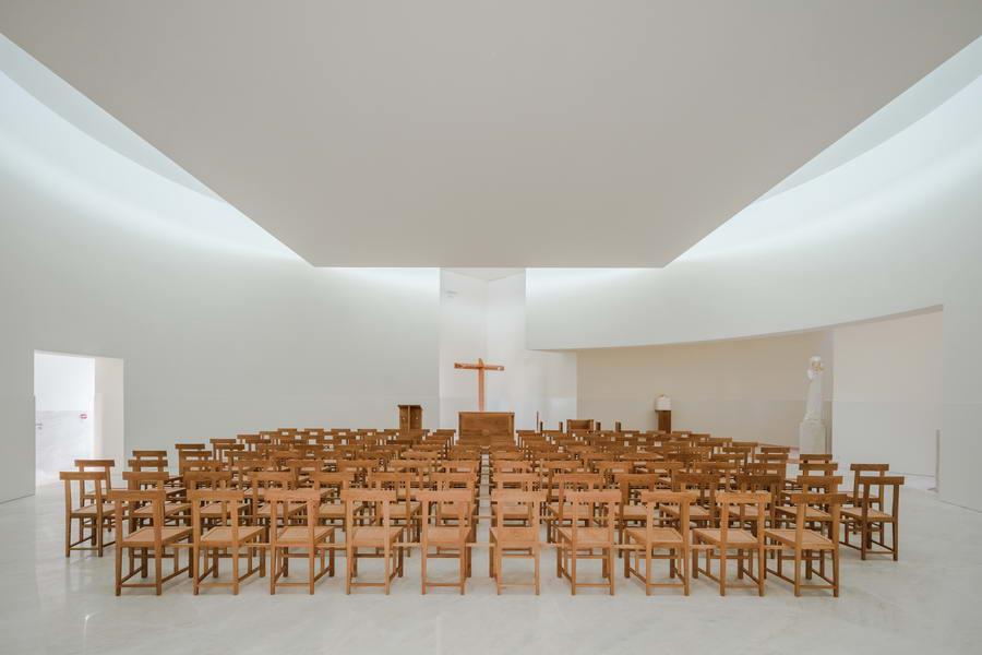 интерьер церковного зала
