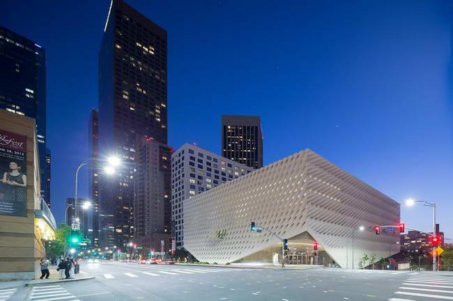 музей современного искусства The Broad, вид вечером