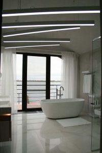 ванная комната с видом на Волгу