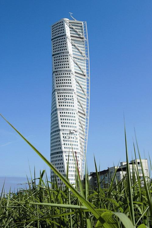 54-этажный жилой комплекс Turning Torso. Архитектор - Сантьяго Калатрава (Santiago Calatrava), застройщик - HSB, Швеция.