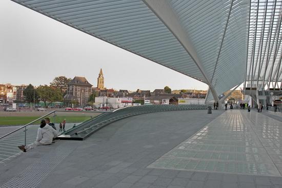 входная зона вокзала в Льеже, архитектор Сантьяго Калатрава