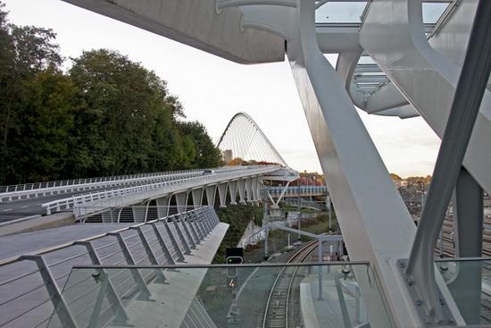 платформы нового вокзала в Льеже, архитектор Сантьяго Калатрава