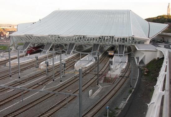 вид на вокзал со стороны путей