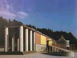 Слева музей графики в оканояма